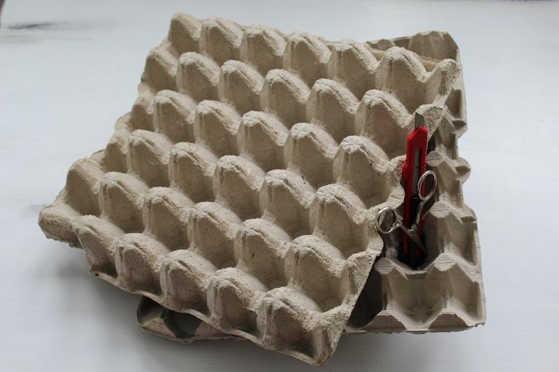 deko blumen aus eierpappe ganz einfach selber basteln. Black Bedroom Furniture Sets. Home Design Ideas