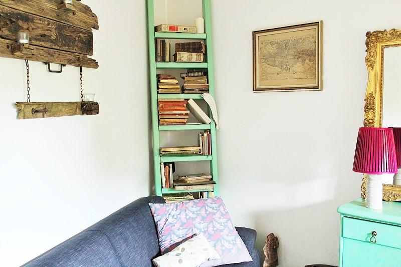 diy leiter einfach zu einem b cherregal umfunktionieren. Black Bedroom Furniture Sets. Home Design Ideas